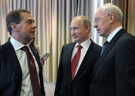 """Медведев, Путин и Азаров. Фото с сайта """"Единой России""""."""