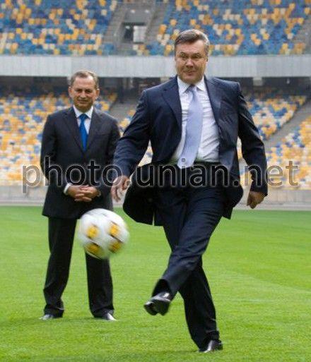 Янукович решил сходить на футбол