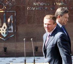 Сергей Бубка, Виктор Янукович во время церемонии открытия Олимпийского дома в Киеве. 29 мая