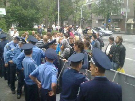 Міліція перекрила, фото Українська правда