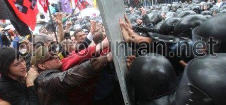 До фан-зоны пришли 500 сторонников оппозиции