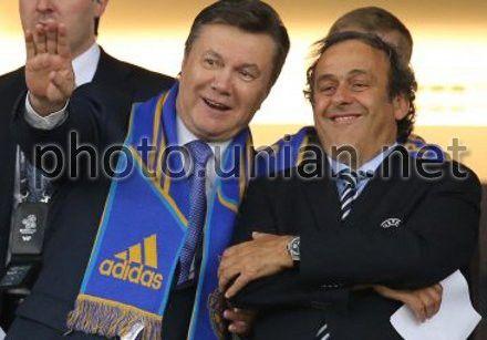 Президент України Віктор Янукович і президент УЄФА Мішель Платіні на матчі Євро-2012 Україна-Швеція, 11 червня