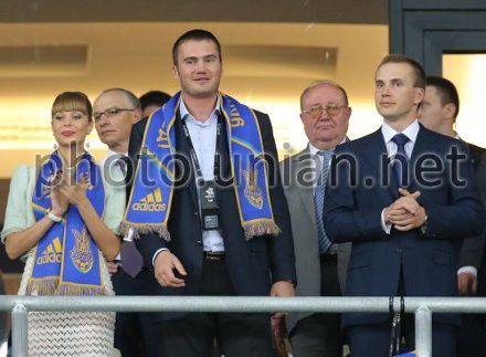 Народный депутат Виктор Янукович с супругой Ольгой и братом Александром Януковичем