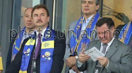 Глава КГГА Александр Попов и первый заместитель председателя Верховной Рады Адам Мартынюк на матче Евро-2012 Украина-Швеция, 11 июня