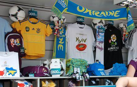 Продавцы футболок неплохо зарабатывают на Евро-2012