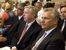 Александр Квасьневский и Пэт Кокс во время рассмотрения уголовного дела Юлии Тимошенко в Харькове