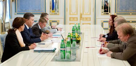 Майлис Репс и Мариетта Пурба-Линден рассказали об обещаниях Януковича