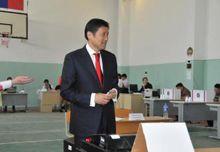 Премьер Монголии С.Батболд уже проголосовал, фото www.montsame.mn