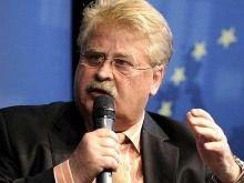 Элмар Брок не видит шагов украинской власти. Фото dw.de