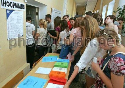 Абитуриенты подали уже почти 2 млн заявлений в украинские вузы