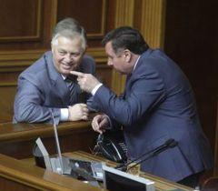Петр Симоненко и Адам Мартынюк во время заседания парламента. Киев, 5 июля