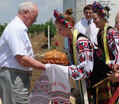 Азаров рассказывает, как много сделали для села