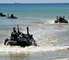 Морська піхота України на БТР під час українсько-американських навчаннь «Сі Бриз-2012»