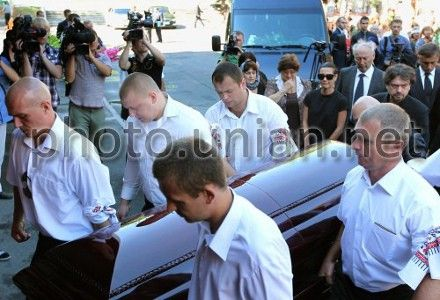 Ступку похоронили в присутствии только родственников и коллег
