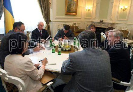Премьер-министр Украины Николай Азаров экс-президент Европарламента Пэт Кокс