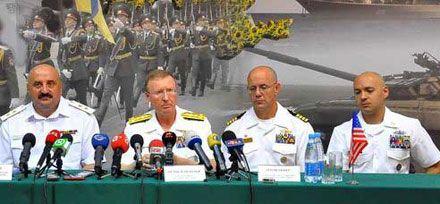 Юрий Ильин (крайний слева) будет командовать на море