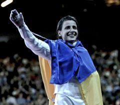 Яна Шемякина, которая выиграла золотую медаль Олимпиады-2012 в соревнованиях по фехтованию на шпагах.