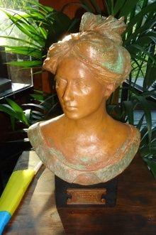 По случаю 140-летия со дня рождения Соломии Крушельницкой открыли бронзовый бюст певицы, фото с сайта Посольства Украины в Италии