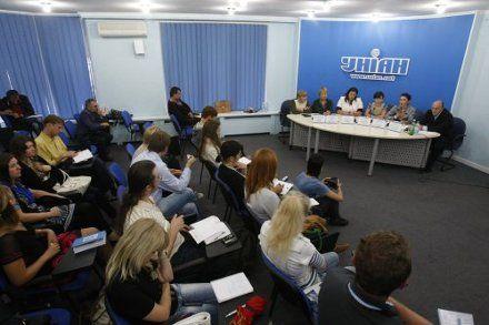 Участники конфликта в Лавре угрожают Азарову забастовкой