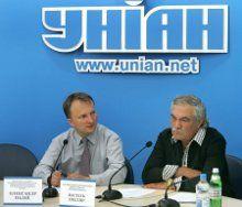 Александр Палий и Василий Шкляр на пресс-конференции