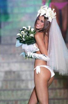 Таможенник требовал взятку за свадебные платья : Новости УНИАН