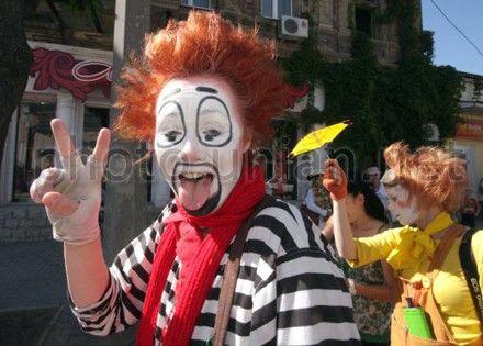 Клоуны показывали предвыборные трюки