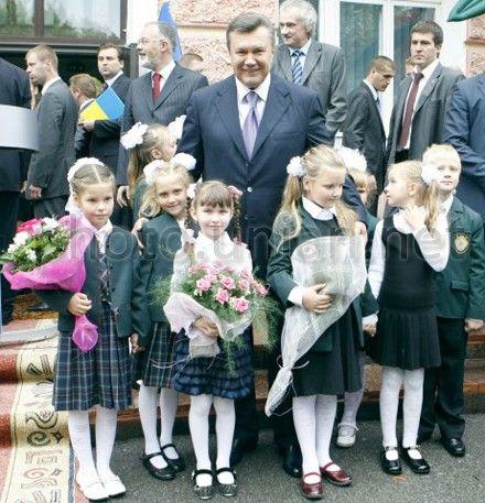 Янукович поздравит столичных школьников