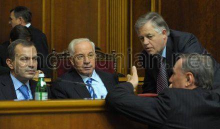 Симоненко требует заслушать информацию