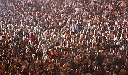 Исторический максимум численности населения был достигнут в 1993 году - 52 млн.