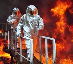 Учасники спільних українсько-польських навчань під час гасіння пожежі на об'єктах нафтопереробної галузі