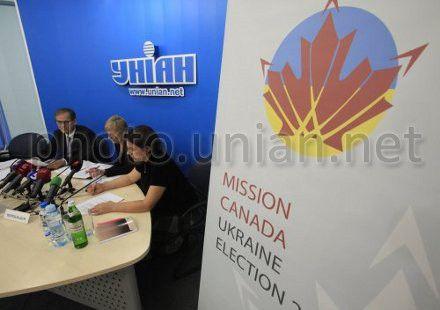 Аналитик СМИ миссии Канады в Украине Михаил Боцюркив и координатор миссии Канады в Украине Анна Шиптур