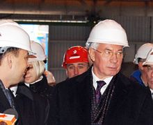 Азаров вспомнил, как было когда-то. Фото most-dnepr.info
