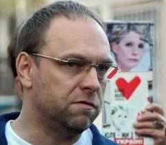 Сергій Власенко під час брифінгу перед Центральною клінічною лікарнею в Харкові. 22 жовтня