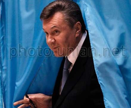 Victor Yanukovych voted in Kyiv in Obolon district