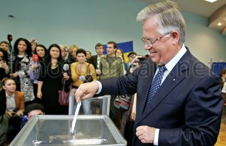 Symonenko voted in Pechersk district in Kyiv