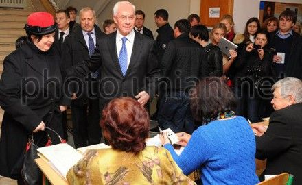 Mykola Azarov came with his family