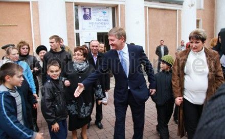 Rinat Akhmetov voted, however he does not go to VR