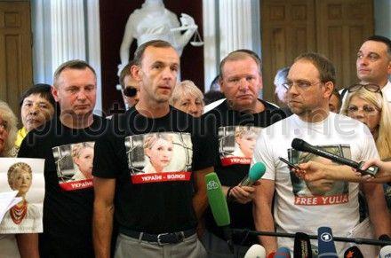 Кожемякин говорит, что еще продолжаются переговоры