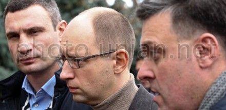 Кличко, Яценюк, Тягнибок хотять встретиться с Шаповалом