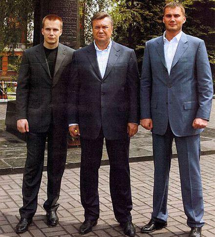 Янукович з синами. Фото http://www.bagnet.org