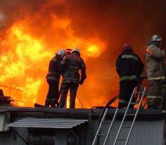 В Киеве горит склад с подушками и одеялами