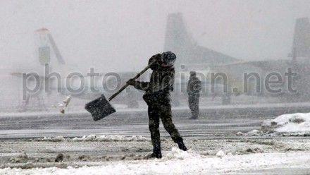 Сніг. Аеропорт.