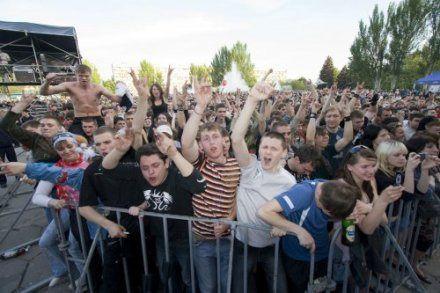 Молодежь на концерте в честь Дня Крещения Руси
