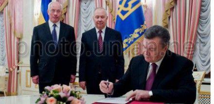 Янукович подписал закон