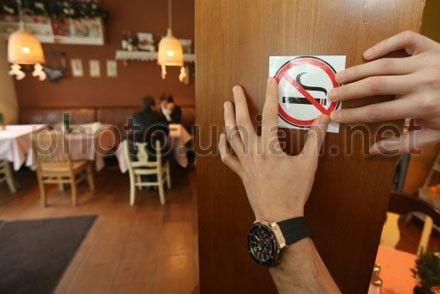 Депутаты предлагают дать людям право курить в барах