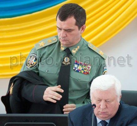 Захарченко и Пшонка взяли расследование дела под личный контроль