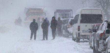 Тысячи людей стали жертвами снежного коллапса