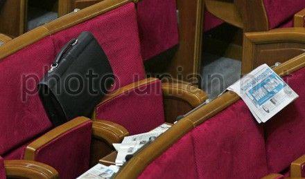 Министр обороны Павел Лебедев и министр экономического развития и торговли Игорь Прасолов до сих пор являются членами фракции Партии регионов
