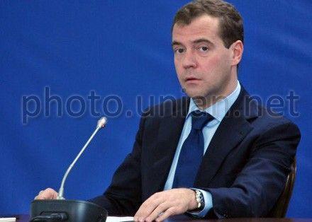 Медведев напомнил Украине о судьбе Греции и Кипра