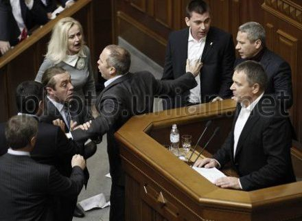 Колесниченко говорит, что Иващенко верить нельзя